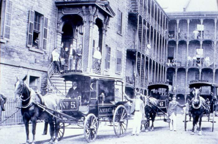 pierwszy ambulans medyczny